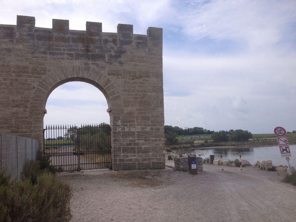 Cathédrale de Maguelone gate