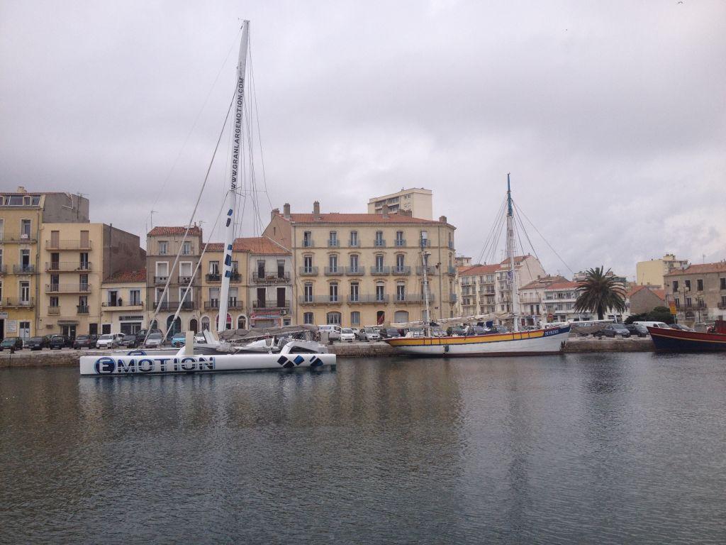 Sete-de-port sailing boat