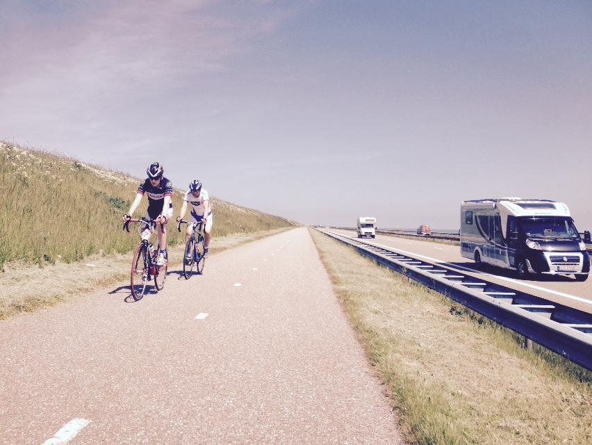 Cyclists Afsluitdijk