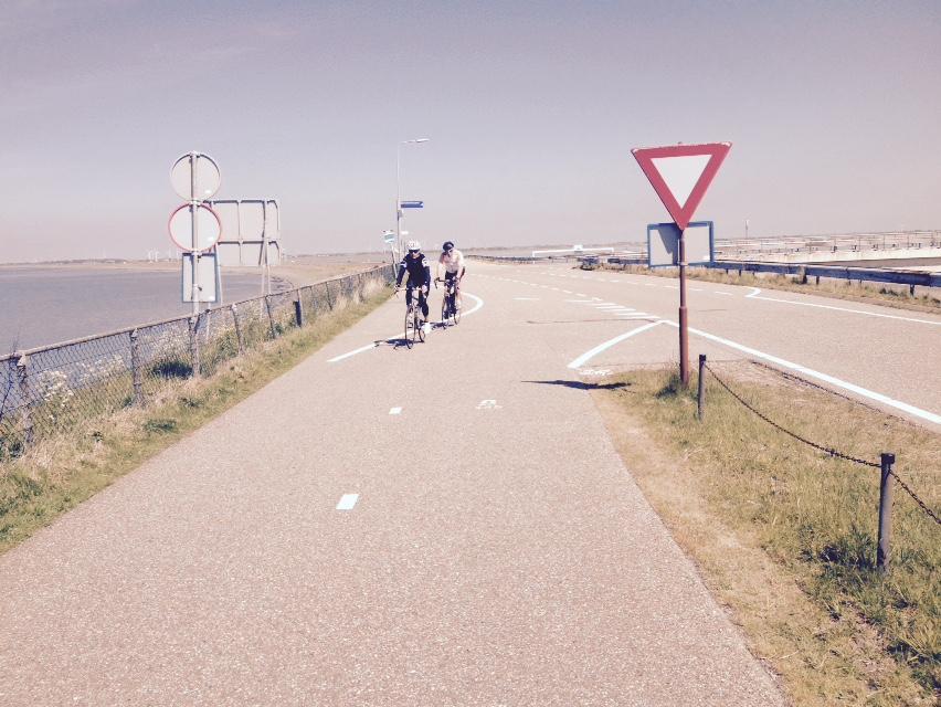 Cyclist Afsluitdijk